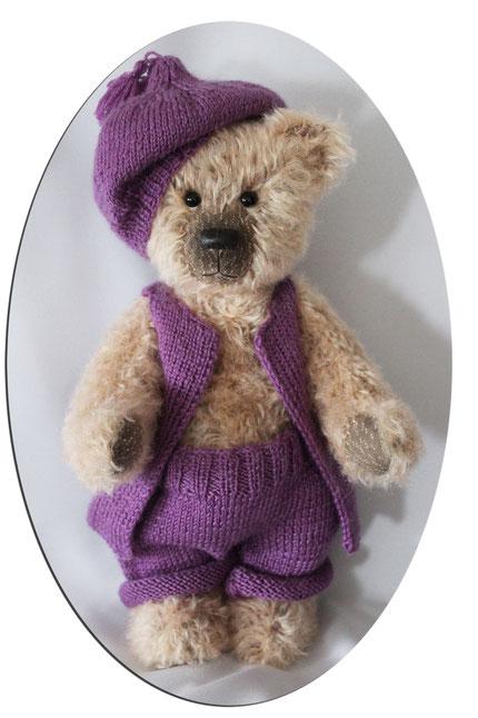 von Hand gefertigte Teddybär. Größe: ca. 31cm