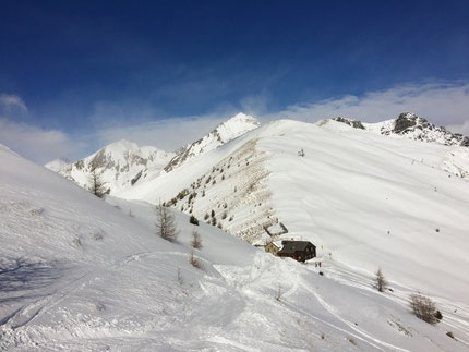 During our tours we will keep our eyes open on signs of potential avalanche risks. In this photograph you can clearly see where the wind came from and therefore you can expect snow drift.