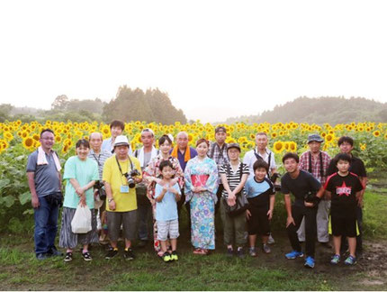 千厩街道着物まちあるき実行委員会 同会会員と、撮影会参加者との集合写真(8月の撮影会イベントにて)