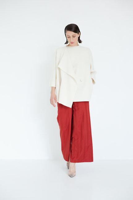 elegant: gerade zero-waste Hose aus roter Bio-Baumwolle