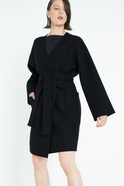 zeitlos: schlichter Mantel mit großen Taschen