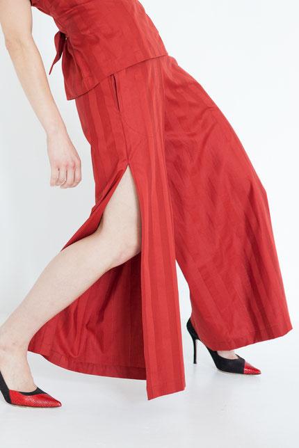 elegant: schlichte Sommerhose aus roter Bio-Baumwolle