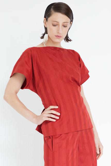 elegant: schlichte Bluse aus roter Bio-Baumwolle mit Streifen