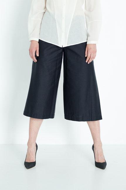 modern: schlichte Culotte zum Wickeln aus schwarzer Bio-Baumwolle