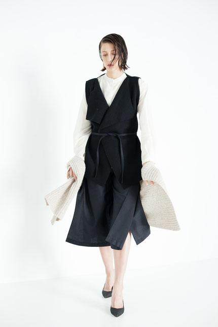 modern: schlichte Wickelhose aus schwarzer Bio-Baumwolle
