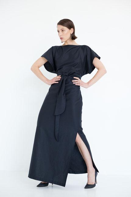 schlicht: langes Abendkleid aus schwarzem Bio-Satin
