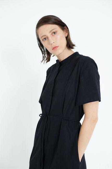 nachhaltig: innovatives zero-waste Blusenkleid aus Bio-Baumwolle