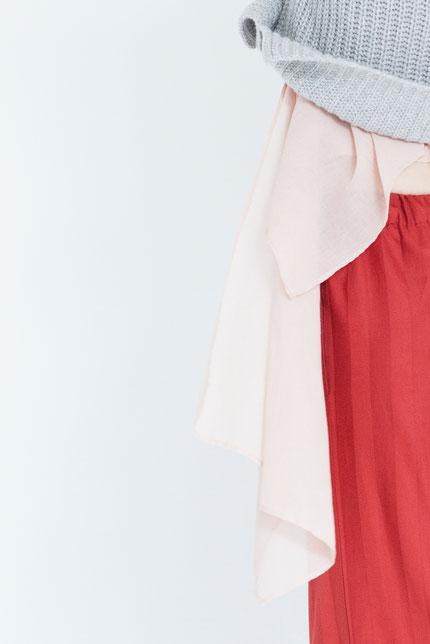 closeup: pflanzlich gefärbte Bluse handgefertigt in Berlin