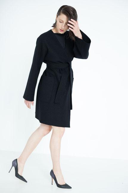 zeitlos: eleganter Mantel mit langen Ärmeln