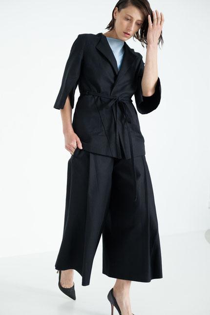 elegant: weite Hose aus schwarzer Bio-Baumwolle