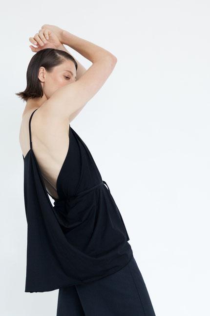 elegant: moderne Sommerbluse aus schwarzem Bio-Jersey