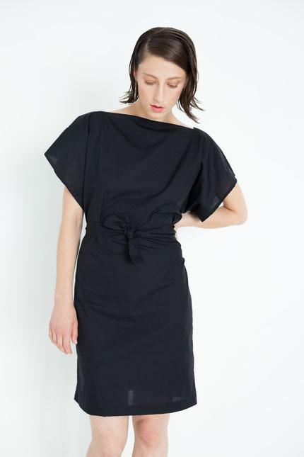 schlicht: leichtes Sommerkleid aus schwarzer Bio-Baumwolle