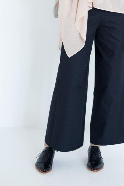 elegant: zero-waste Hose aus schwarzer Bio-Baumwolle