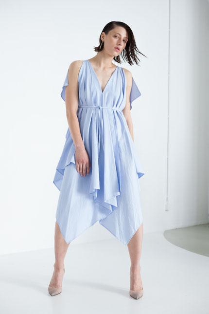 elegant: Cocktailkleid aus hellblauer Bio-Baumwolle
