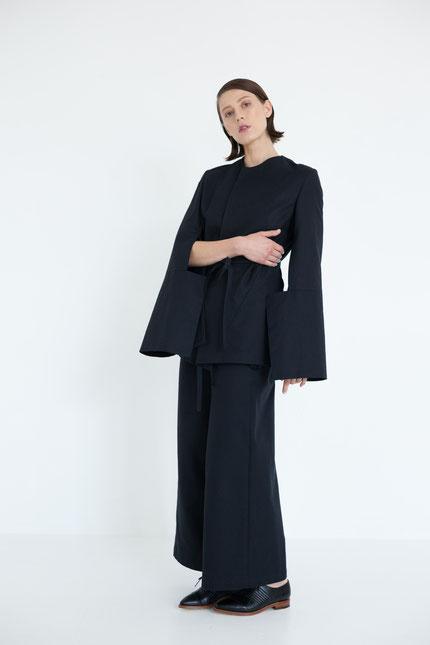 schlicht: lange Hose aus schwarzer Bio-Baumwolle