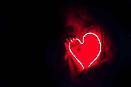 احتفال منظمة الصحة العالمية والاتحاد العالمي باليوم العالمي للقلب في 29 من أيلول بدأ منذ العام 1999، لغايات تعزيز الوعي العام بكيفية الحد من عوامل الخطر المرتبطة بأمراض القلب والشرايين واتخاذ أساليب الوقاية من خلال اتباع السلوكيات الصحية