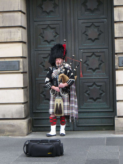 Piper auf der Royal Mile