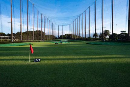 天然芝のゴルフ練習場