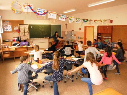 Workshop für Kinder zum Thema Lerntechniken an der VS Stallhofen mit Roswitha Hafen, organisiert über den Elternverein
