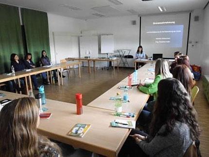 """14.10.2016 Seminar """"Sinneswahrnehmung"""" als Fortbildung für KindergartenpädagogInnen mit Roswitha Hafen über das Land Steiermark"""