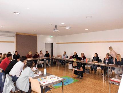 """Seminar: """"Sinneswahrnehmungen..."""" für KindergartenpädagogInnen, durchgeführt von Roswitha Hafen, finanziert und organisiert vom Referat Kinderbildung- und betreuung vom Land Steiermark, diesmal im Hotel Jufa, Idlhofgasse. Es gab 70 Anmeldungen!"""