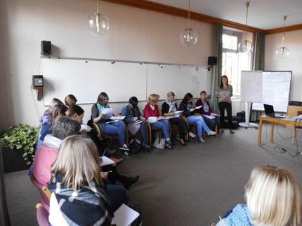 """Seminar """"Sinneswahrnehmungen..."""" für KindergartenpädagogInnen, durchgeführt von Roswitha Hafen, finanziert und organisiert vom Referat Kinderbildung- und betreuung vom Land Steiermark. Es gab 80 Anmeldungen, 20 Damen konnten dabei sein."""