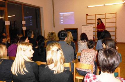 """Vortrag: """"Lesen, Rechnen und Schreiben lernen, bitte ohne Schwierigkeiten"""" mit Roswitha Hafen im Kindergarten Kumberg."""