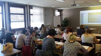 """Seminar: """"Sinneswahrnehmungen..."""" für KindergartenpädagogInnen, durchgeführt von Roswitha Hafen, finanziert und organisiert vom Referat Kinderbildung- und betreuung vom Land Steiermark, diesmal im Hotel Jufa Graz-Süd."""
