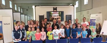 Dr. Rudolf Schwarz hat den Verein Schultüte zu einem Ausflug im Wasserkraftwerk eingeladen. Insgesamt 32 Personen haben diese tolle Einladung wahrgenommen.