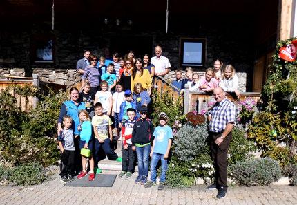 27.10.2018: gemeinsamer Ausflug zum Erlebnisbuschenschank Messner für 26 Kind23.09.2019: gemeinsamer Ausflug zum Erlebnisbuschenschank Messner für 23 Kinder und 14 Erwachsene, finanziert durch Licht ins Dunkel.