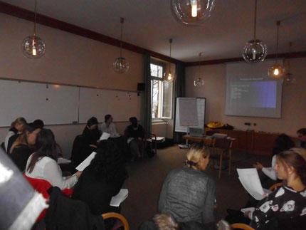 """Seminar: """"Sinneswahrnehmungen..."""" für KindergartenpädagogInnen, durchgeführt von Roswitha Hafen, finanziert und organisiert vom Referat Kinderbildung- und betreuung vom Land Steiermark."""