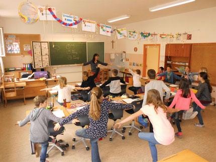 """28.03.2019: Workshop """"Lernen lernen"""" mit Roswitha Hafen, an der VS Stallhofen. Insgesamt 12 Einheiten zu den Themen: Lerntypen, Gehirn, Lerntipps für die 3. und 4. Klassen, organisiert über den Elternverein (Obfrau Sonja Wagner)."""