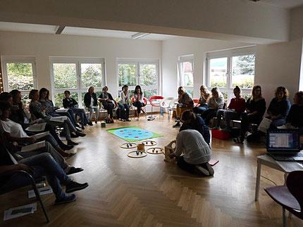 """07.09.2017: Seminar """"Entenland 1"""" im Kindergarten in der Kapellenstraße in Graz, mit Roswitha Hafen, finanziert durch die Stadt Graz. 23 Teilnehmerinnen!"""