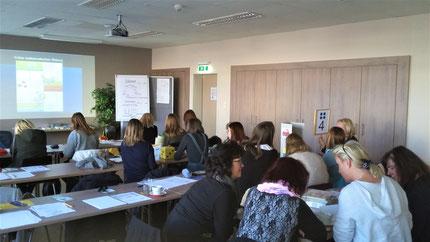 """Seminar: """"Sinneswahrnehmungen..."""" für KindergartenpädagogInnen, durchgeführt von Roswitha Hafen, finanziert und organisiert vom Referat Kinderbildung- und betreuung vom Land Steiermark, diesmal im Hotel Jufa, Idlhofgasse."""