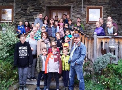 Ausflug des Vereines Schultüte gemeinsam mit Kinder und Eltern im Erlebnisbuschenschank Messner.