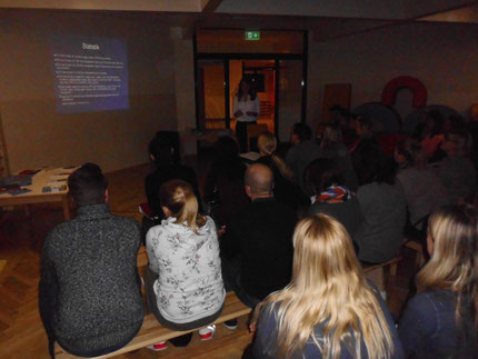 """Vortrag: """" Lesen, Rechnen und Schreiben lernen, bitte ohne Schwierigkeiten"""" im Kindergarten Werndorf mit Roswitha Hafen, finanziert durch den Elternbildungsgutschein von Zwei und Mehr vom Land Steiermark. Mind. 60 Personen kamen zum Vortrag!"""