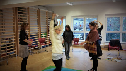 """Seminar """"Entenland 2"""", Teil 2 für Kindergartenpädagoginnen, im Kindergarten der Kapellenstraße in Graz. Durchgeführt von Roswitha Hafen, finanziert und organisiert von die Abteilung für Bildung und Integration der Stadt Graz."""
