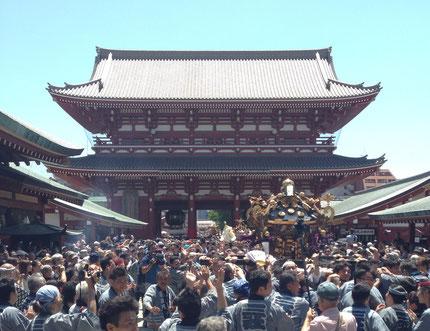 雷門四ヶ町連合で浅草寺裏に向かいます