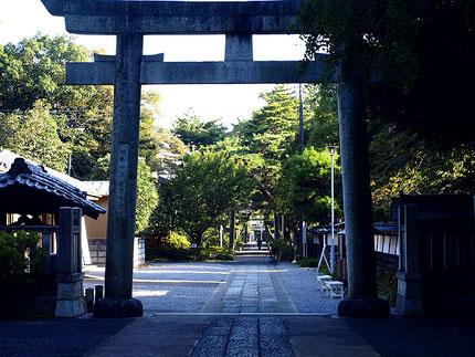 玉敷神社の宮司であり國學院大學学長であった文学博士・河野省三氏の旧家跡も隣接