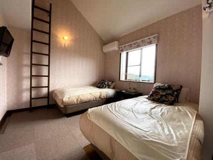 広々としたシングルベッド