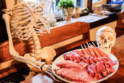 絶品のお肉!これから焼きまくります!!・・あっ、骨格標本はお肉とは無関係ですからね(笑)