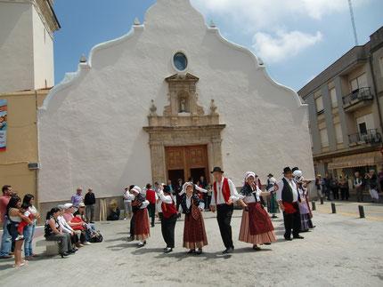 Devant l'église Sant Antoni à Xeresa, photo A Courdesses