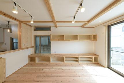 シンプルな木の家