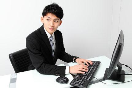 自分でホームページWebサイトを運用管理する若手事業家