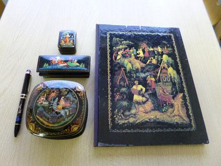 パレフ塗の写真集とOJ愛用のロシア塗の小箱