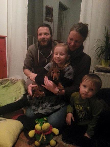Januar 2016 Charly bei seiner neuen Familie.