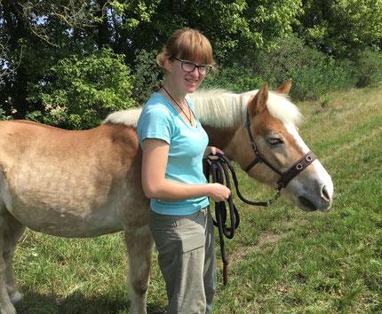entspannt spaziergehen mit Pferd, Hanna Neubauer, aHUT