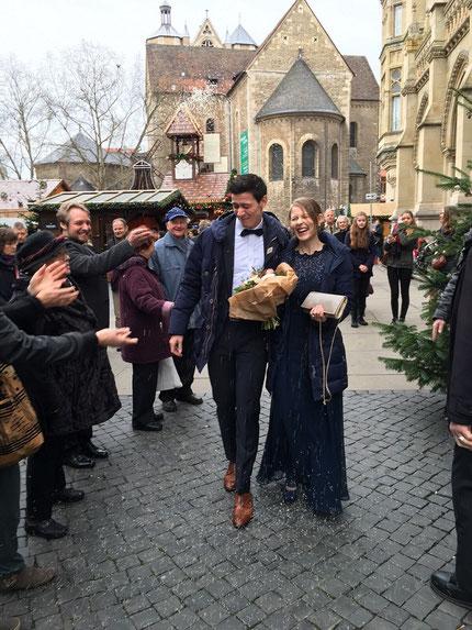 Hochzeit Melanie und Nikolas Lubbe, Vor dem Standesamt in Braunschweig