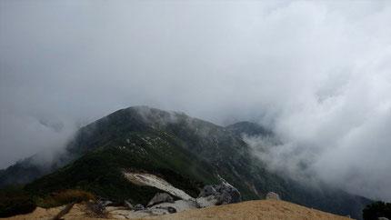 南越百山、奥念丈岳方面。いつか行けるかな。