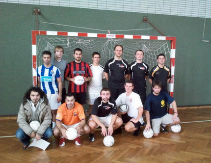 Die Teilnehmer am 1. FVN Futsal-Qualifizierungslehrgang in Duisburg im November 2011 (Foto: FVN)